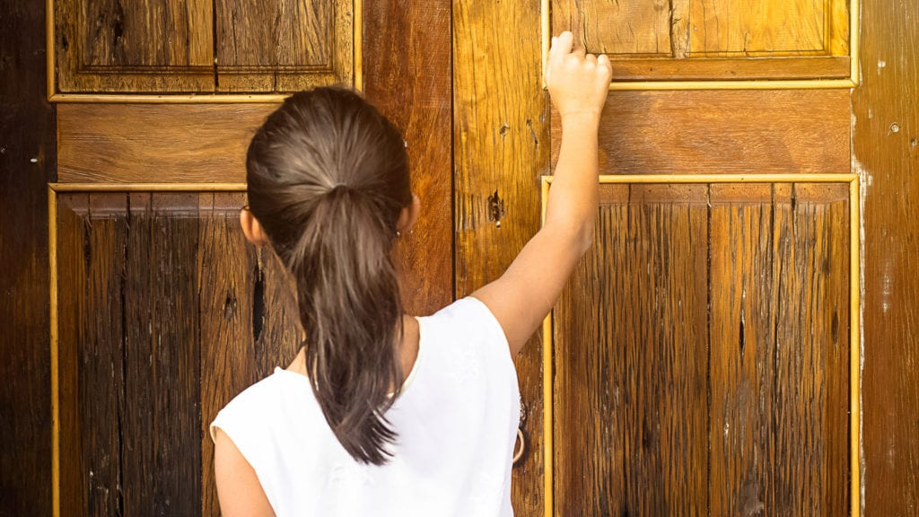 good manners for kids - knocking on doors